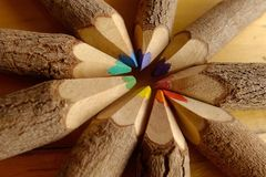Crayons colorés sous forme de cercle Images stock