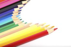 Crayons colorés sur le blanc Photos stock