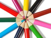 Crayons colorés sur le blanc images libres de droits