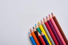 Crayons colorés sur le blanc Image libre de droits