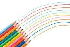 Crayons colorés sur le fond blanc image stock