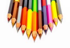 crayons colorés sur le fond blanc Images libres de droits