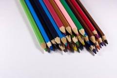 crayons colorés sur le fond blanc Image libre de droits