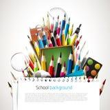 Crayons colorés avec des fournitures scolaires Images stock