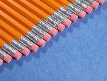 Crayons décalés sur une diagonale Image stock