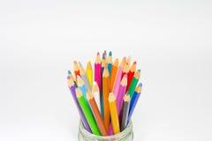 crayons d'isolement par couleur Photographie stock libre de droits