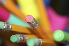 Crayons dans la cuvette Image stock