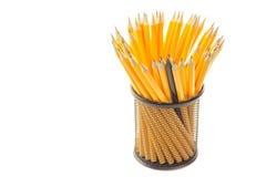 crayons dans la tasse en métal d'isolement sur le blanc Photos stock
