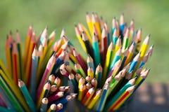 Crayons dans le support de crayon Photo libre de droits