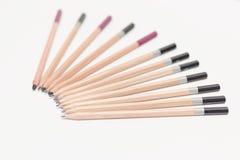 Crayons de charbon de bois sur un fond blanc Photo libre de droits
