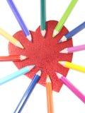 Crayons de couleur avec le coeur Image stock