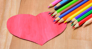 Crayons de couleur avec le coeur Photos stock