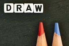 Crayons de couleur d'aspiration sur le fond noir photographie stock