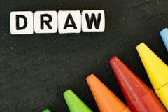 Crayons de couleur d'aspiration sur le fond noir photo libre de droits