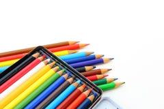Crayons de couleur d'isolement au-dessus du fond blanc Photo libre de droits