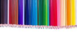 Crayons de couleur d'isolement sur la fin blanche de fond vers le haut Photographie stock libre de droits