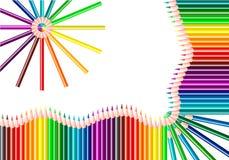 Crayons de couleur d'isolement sur le fond blanc Crayons de couleurs d'arc-en-ciel Couleur de spectre illustration de vecteur