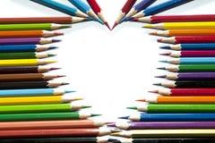 Crayons de couleur dans la forme de coeur Photo stock