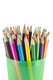 Crayons de couleur dans le support vert Photos stock
