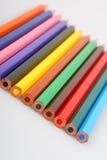Crayons de couleur dans une ligne Photos libres de droits
