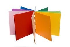 Crayons de couleur et cahier coloré Photographie stock