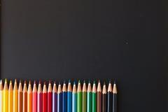 Crayons de couleur sur le blackborad Photos libres de droits