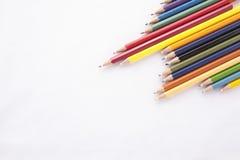 Crayons de couleur sur le fond blanc Image libre de droits