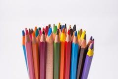 Crayons de couleur sur le fond blanc Beaux crayons de couleur Crayons de couleur pour le dessin D'isolement De nouveau au concept Photographie stock libre de droits