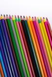Crayons de couleur sur le fond blanc Beaux crayons de couleur Crayons de couleur pour le dessin D'isolement De nouveau au concept Photo libre de droits