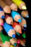 Crayons de couleur sur le noir Photos libres de droits