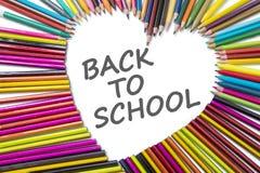 Crayons de crayon avec de nouveau au mot d'école Photo libre de droits