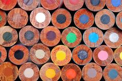 Crayons de crayon colorés par instruction-macro Photos stock