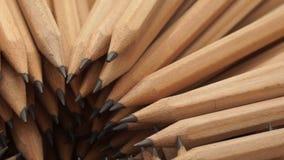 Crayons de graphite dans la rotation clips vidéos