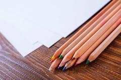 Crayons de papier et de couleur Images stock