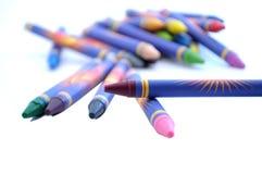 Crayons dispersés Photos stock