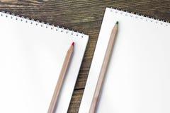 Crayons en bois colorés Image libre de droits