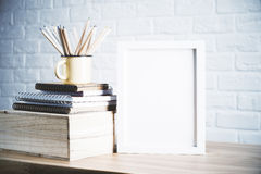 Crayons et cadre Photos stock