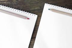 Crayons et cahier Photographie stock libre de droits
