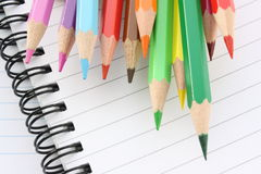 Crayons et cahiers Image libre de droits