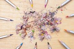 crayons et copeaux colors photo stock - Copeaux De Bois Colors