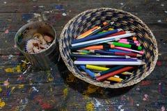 Crayons et coquilles de crayon Photographie stock libre de droits