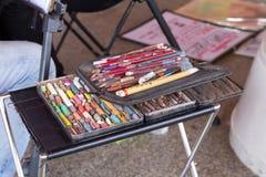 Crayons et crayon colorés Photo libre de droits