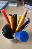 Crayons et stylos photos libres de droits