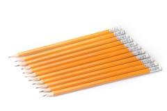 crayons Jaune-enduits de graphite dans une rangée Photo stock