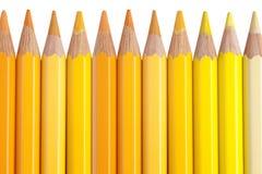 Crayons jaunes d'isolement sur le fond blanc Image libre de droits