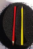 Crayons jaunes et rouges Image stock