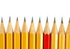 Crayons jaunes et un rouge Photos stock