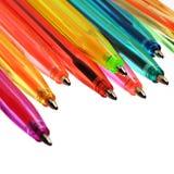 Crayons lecteurs au néon de diverses couleurs photographie stock libre de droits