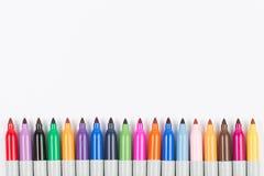 Crayons lecteurs de repères colorés d'isolement Image stock