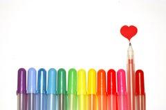 Crayons lecteurs et coeur Images stock